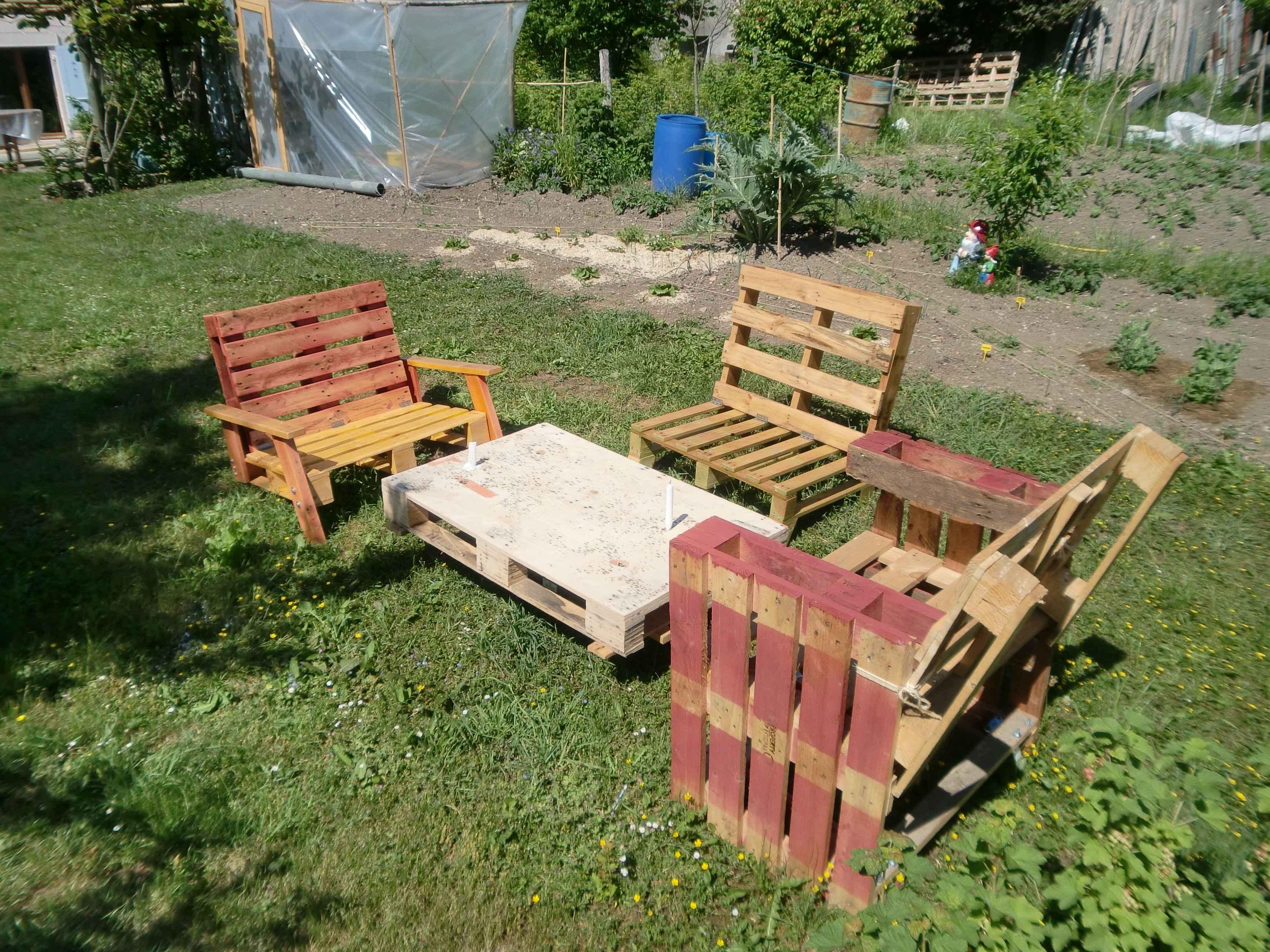 Mobilier - Salon de jardin realise avec des palettes ...
